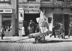 Roman Vishniac     Jewish Quarter, Warsaw      1937