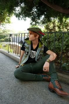 Punk Peter Pan cosplay/Disneybounding - so perfect! More pics/details at the link.