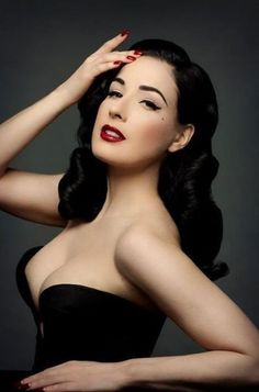 Dita Von Teese Pin up! Dita von Teese is launching her own makeup line. The eyeshadow is neutral, the lipstick red, red and red and the eyelashes, gloriously fake. Lingerie Vintage, Vintage Makeup, Vintage Glamour, 1950s Makeup, Glam Makeup, Vintage Beauty, Vintage Style, Rock Makeup, Vintage Waves