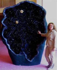 One of the world's largest amethyst geodes, the Empress of Uruguay, is located in Australia's Crystal Caves. It stands an alarming eleven feet tall and is filled with magnificent, deep violet crystals. ~ the geology nut in me is going gaga over this. Minerals And Gemstones, Rocks And Minerals, La Danse Macabre, Amethyst Geode, Blue Geode, Quartz Crystal, Beautiful Rocks, Mineral Stone, Rocks And Gems