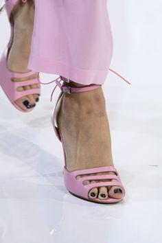 Emporio Armani at London Fashion Week Spring 2018 - Details Runway Photos