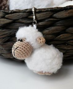 Free crochet sheep keychain pattern #crochet #amigurumi