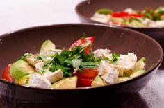 Salade de tomates, avocat et chèvre   Piratage Culinaire