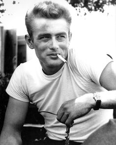 Eternally the epitome of 50s American cool. James Dean.