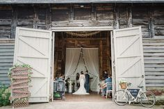 Rustic Pimhill Barn wedding ceremony // Amy Taylor Imaging Photography // The Natural Wedding Company