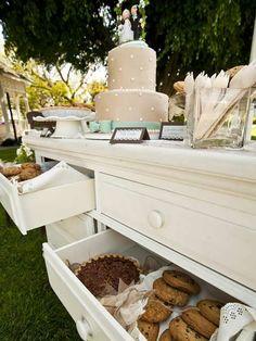 #Decoración de mesa de #postres. Aprovecha los cajones de un mueble reciclado. Foto heritagemuseumoc.org