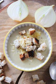 Zupa krem cebulowa to prawdziwa petarda wśród wszystkich kremów jakie jadłam, przygotowuję i serwuję najbliższym! Wszyscy ją po prostu uwie...