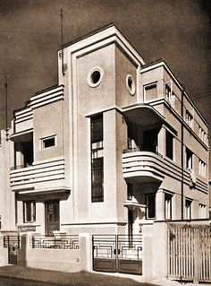 Can this house be considered Art Deco? Built in the Bucharest. [ask] - Architecture and Urban Living - Modern and Historical Buildings - City Planning - Travel Photography Destinations - Amazing Beautiful Places Art Deco Stil, Modern Art Deco, Art Deco Home, Art Nouveau, Art Deco Furniture, Furniture Stores, Rustic Furniture, Furniture Ideas, Balcony Furniture
