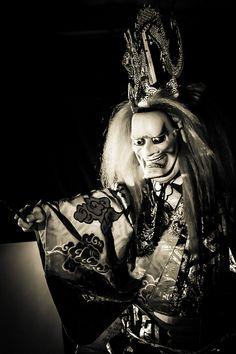Chikubushima (Takiginoh, Kusatsu) noh theatre photo by Stéphane Barbery Japanese Noh Mask, Samurai, Noh Theatre, Hanya Tattoo, Ghost Of Tsushima, Fantasy Inspiration, Japanese Prints, Nihon, Japan Art