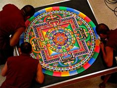 Buddhist monks creating Mandalas with sand as meditation. When the monks complete the mandala, they sweep it up and ceremoniously pour the colored sand in a body of water. They honor the impermanence of life. Tibetan Art, Tibetan Buddhism, Sand Painting, Sand Art, Tibetan Sand Mandala, Art Indien, International Dot Day, Yoga Studio Design, Mandala Meditation