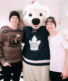 Mitch Marner, Hockey Boards, Diy Friendship Bracelets Patterns, Shawn Mendes Quotes, Toronto Maple Leafs, How Big Is Baby, World Of Sports, Hockey Players, Ice Hockey