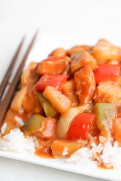 A much lighter version of Sweet and Sour Chicken Recipe, from the comfort of your own home. The perfect dump and go recipe! Crock Pot Slow Cooker, Crock Pot Cooking, Slow Cooker Recipes, Crockpot Recipes, Recipe Using Chicken Breasts, Sweet Sour Chicken, Fast Easy Meals, Easy Dinner Recipes, Yummy Recipes