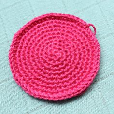 Learn how to crochet a perfect circle instead of that annoying hexagon, on missneriss.com #crochet #amigurumi