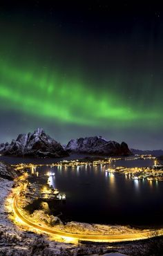 Northern lights over Reine, Lofoten island | Norway Travel Guide