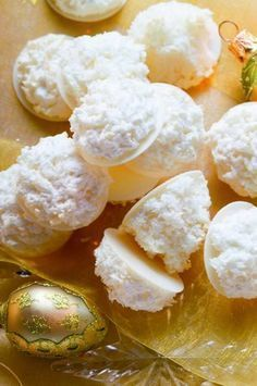 Macaroons with Coconut Filling Recipe Low Calorie Desserts, No Bake Desserts, Baking Recipes, Cookie Recipes, 5 Ingredient Desserts, No Bake Cookies, Sweet And Salty, Desert Recipes, Christmas Baking