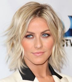 2014 Julianne Hough's Short Hairstyles: Dreamy Shoulder-length Layered Bob