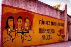 Paredes e murais do 25 de Abril - Portugal - TSF Rádio Notícias Portugal, Graffiti, Street Art, Protest Art, Military Service, Photojournalism, Murals, Folk, Posters