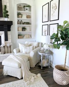 Reading nook Mytexashouse living room decor bookshelf bookshelf styling built ins Cozy Living Rooms, Home Living Room, Living Room Furniture, Living Room Designs, Living Room Decor, Rustic Furniture, Modern Furniture, Bookshelf Living Room, Living Room Artwork