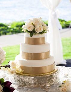 Featured Photographer: Stephanie Cristalli; Wedding cake idea.