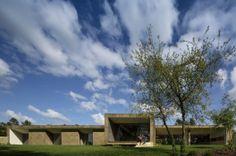 Casa en la Colina Cork / Contaminar Arquitectos (Leiria, Portugal) #architecture