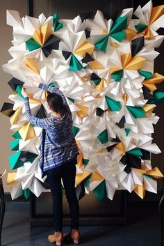 Via Design Love Fest and Tinsel & Twine Gorgeous geometric paper backdrop. Via Design Love Fest and Tinsel & Twine Paper Backdrop, Diy Backdrop, Backdrop Event, Party Kulissen, Ideas Party, Diy Ideas, Party Wedding, Decoration Evenementielle, Decorations
