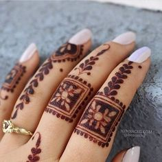 What is a Henna Tattoo? Henna tattoos are becoming very popular, but what precisely are they? Finger Mehndi Designs Arabic, Finger Mehndi Style, Rose Mehndi Designs, Modern Mehndi Designs, Dulhan Mehndi Designs, Mehndi Design Pictures, Mehndi Designs For Fingers, Beautiful Henna Designs, Latest Mehndi Designs