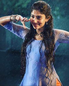 Sai Pallavi in Love Story Cute Girl Poses, Girl Photo Poses, Girl Photography Poses, Moon Photography, Street Photography, Beautiful Girl Photo, Beautiful Girl Indian, Most Beautiful Indian Actress, Indian Actress Photos