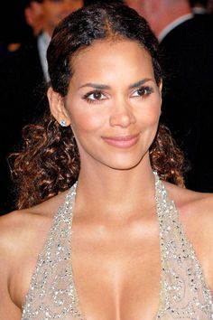 Halle Berry's center part ponytail. See it and 23 other wedding-ready hairstyles.