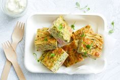 This healthy version of the family-favourite zucchini slice is loaded with quinoa, zucchini and kale, and makes a perfect vegetarian dinner or lunchbox filler. Easy Dinner Recipes, Snack Recipes, Cooking Recipes, Easy Dinners, Easy Recipes, Weekly Recipes, Simple Meals, Loaf Recipes, Cheap Dinners