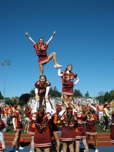Susquehanna University - tabletop hitch  #cheerleading #cheer #stunts #pyramids #susquehanna