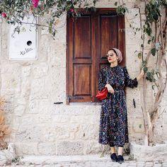 I feel like this picture should be calle Modern Hijab Fashion, Hijab Fashion Inspiration, Muslim Fashion, Modest Fashion, Fashion Dresses, Women's Fashion, Modest Wear, Modest Dresses, Hijab Turban Style