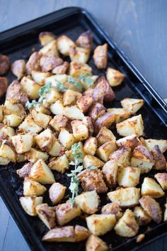 Roasted potatoes recipe with garlic hummus and Greek seasoning make an excellent side for any meal. Tasty Potato Recipes, Roasted Potato Recipes, Garlic Recipes, Side Dish Recipes, Healthy Recipes, Healthy Foods, Healthy Eating, Roasted Cauliflower, Cauliflower Recipes