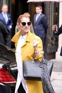 Chaquetas Amarillas Look Celebrity Selena Gomez Victoria Beckham Celine Dion 4
