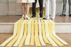 Cómo decorar fiestas con tiras de papel pinocho disponible en: http://shop.fiestascoquetas.com