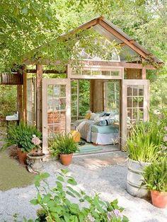 Fint enkelt växthus m plåttak