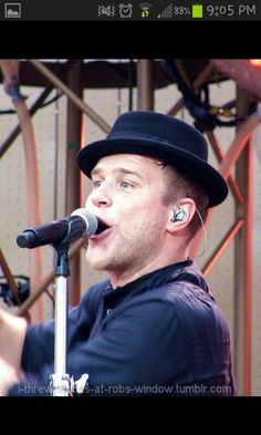 Olly Murs preforming at robbie Williams take the crown in Dublin 2013!!!!!!!