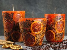 The warm colors of the sun meet a mix of orange, coffee, and cinnamon scents, in these candles.