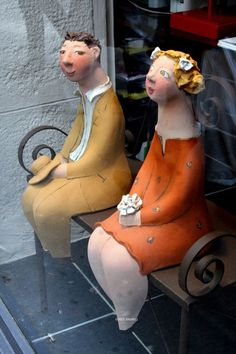 """Couple-on-a-bench , Paris probably not paper mache but it's a """"pinsperation"""""""