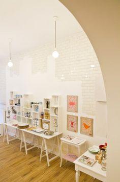 Déjà bien connue pour ses boutiques hype et ses nombreux restaurants, la rue de Flandre acceuille aujourd'hui une nouvelle enseigne dédiée aux plaisirs de la table.
