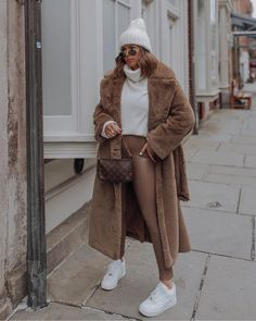 Brown tones - Flaunt and Center Casual Winter Outfits, Winter Fashion Outfits, Autumn Winter Fashion, Trendy Outfits, Fall Outfits, New York Winter Fashion, Winter Chic, Casual Fall, New York Winter Outfit