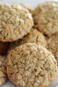 If you are looking for easy cookie recipes look no further, I have the perfect recipe for you! Chewy Oatmeal Cookies are delicious and Lunch Box Recipes, Snack Recipes, Dessert Recipes, Desserts, Lunch Ideas, Soft Oatmeal Cookies, Oatmeal Cookie Recipes, Cookies Soft, Raisin Cookies
