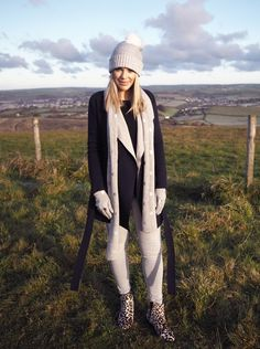 Mummy and style Blogger @lizaprideaux heads out for a country walk in her Boden Reversible Wrap Coat and accessorises in a metallic spot scarf, hat and gloves. We like to think of this look as a cuddle as you go about your business. Click through to read Liza's blog post.
