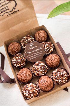 Brownie Packaging, Baking Packaging, Dessert Packaging, Chocolate Packaging, Baking Business, Cake Business, Food Platters, Cafe Food, Holiday Cakes