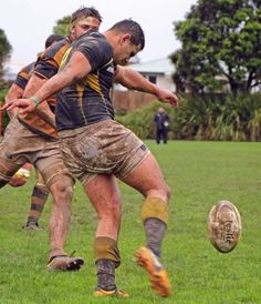 Men in mud soaked rugby gear Rugby Gear, Rugby Sport, Sport Man, Wests Tigers, Hot Rugby Players, Hard Men, Beefy Men, Rugby League, Athletic Men