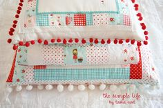 The simple life | Quilt and Pompompillows