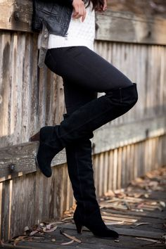 Want to know how to wear over the knee boots? Here are a few things to keep in mind to look stylish when wearing over the knee boots in the fall or winter. Brown Knee High Boots, Thigh High Boots, Over The Knee Boots, Grunge, Goth Shoes, Cool Boots, Thigh Highs, Winter Boots, Autumn Winter Fashion