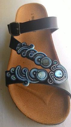 Soutache Jewelry, Bead Jewellery, Beaded Jewelry, Jewelery, Shoe Boots, Shoes, Womens Slippers, Shibori, Beaded Embroidery