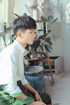 Korean Hairstyle Men: Korean Haircuts are normally remarkable. Trendy Mens Haircuts, Girl Haircuts, Hairstyles Haircuts, Trendy Hairstyles, Short Hair Cuts, Short Hair Styles, Pixie Cuts, Short Pixie, Blonde Hair Goals