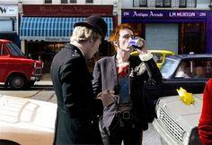 Cool photo of The Sex Pistols' Johnny Rotten aka John Lydon. Punk Rock, Rare Photos, Cool Photos, Florian Schneider, John Cooper Clarke, Queen Videos, Sid And Nancy, British Punk, Johnny Rotten
