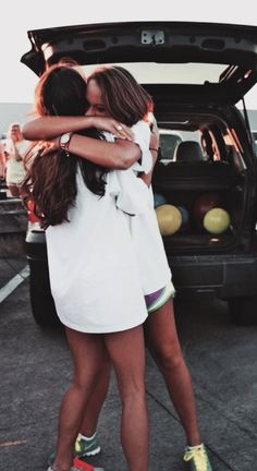 These hugs bff pictures, friendship pictures, bff pics, best friend photography, bffs Cute Friend Pictures, Best Friend Pictures, Cute Photos, Bff Pics, Friend Pics, Best Friends Forever, Shooting Photo Amis, Friendship Pictures, Friends Hugging